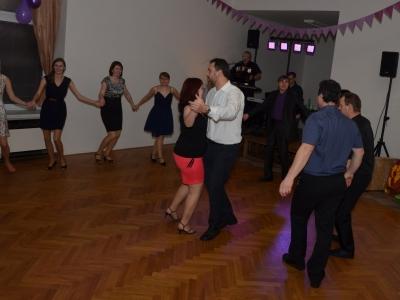 Obecní ples 2016. Video z vystoupení KoKoDenc: https://www.youtube.com/watch?v=ZEJK5XW_rMQ    foto: Marek Šťíbal