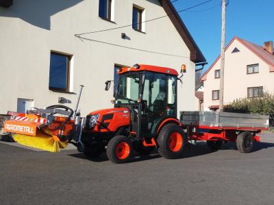 Nový obecní traktor a vlek