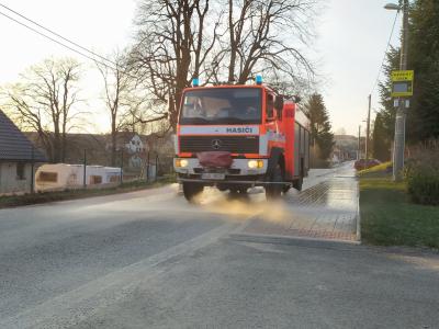 Čištění chodníků a silnice, jaro 2021.